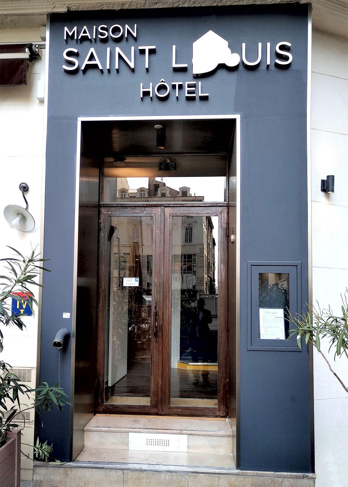 Inox-Ngo-ferronnier-Marseille-habillage-porte-Hotel-Saint-Louis-2R