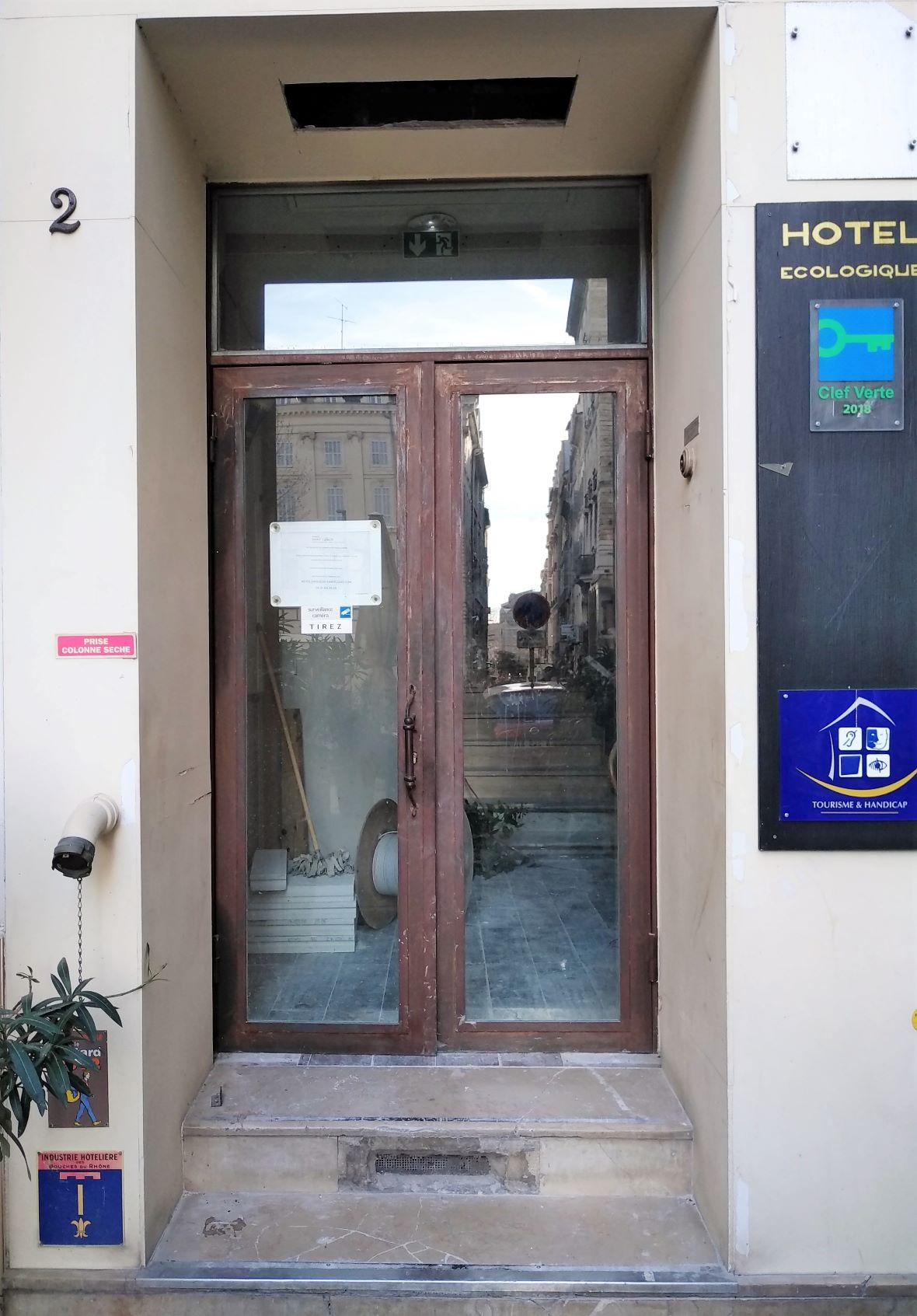 porte Hôtel Saint-Louis avant habillage R