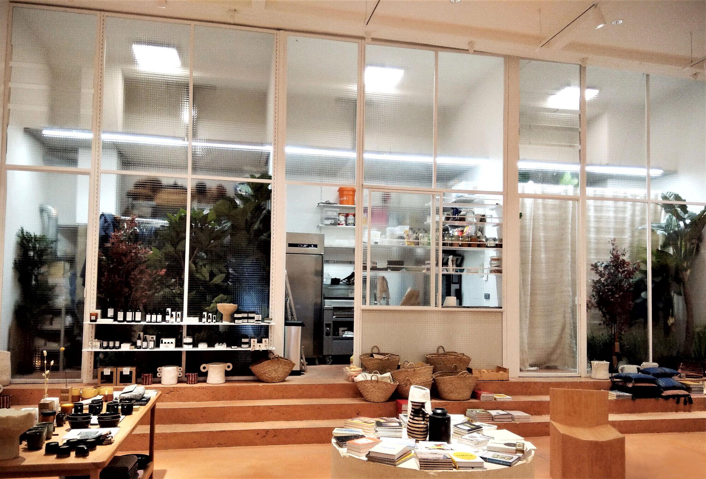 Inox N'Go ferronnier Marseille grande verrière acier peint boutique Sessun 1r