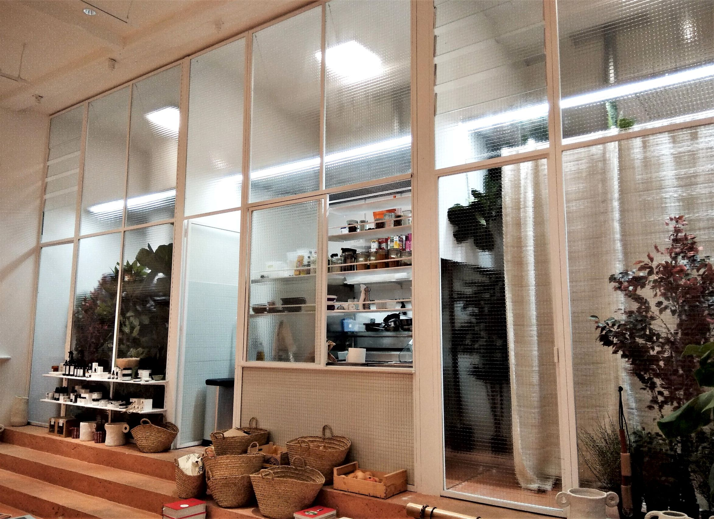 Inox N'Go ferronnier Marseille grande verrière acier peint boutique Sessun 22r